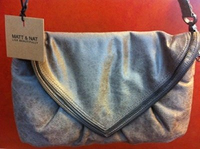 Matt & Nat is one of my favorite vegan handbag brands. They make gorgeous, leather-free bags.