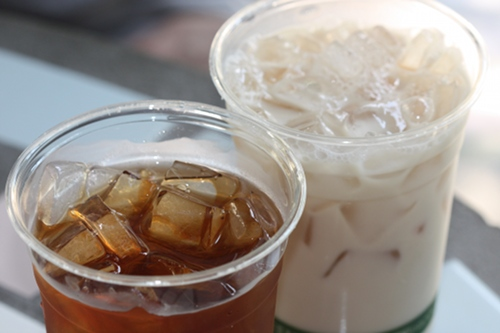 Cafe Hibiscus's soy iced chai and iced tea.