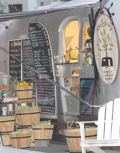 Raw and Juicy's food cart in Seaside Florida.