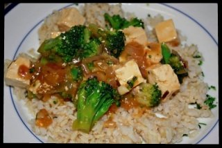 Tofu with broccoli in garlic sauce, served over brown rice